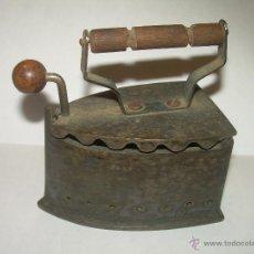Antigüedades: ANTIGUA Y MUY PEQUEÑA PLANCHA DE HIERRO...7,50 CM. X 7,50 CM.. Lote 53181838