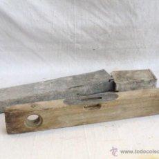 Antigüedades: ANTIGUO NIVEL DE ALBAÑIL DE MADERA CON CAJA.. Lote 53186090
