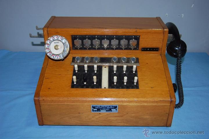 PRECIOSA CENTRALITA EN MADERA AURICULAR Y DIAL REVERSIBLE (Antigüedades - Técnicas - Teléfonos Antiguos)