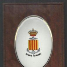 Antigüedades: FRAGATA CATALUÑA HACE AÑOS FUERA DE SERVICIO METOPA DE PORCELANA Y MADERA 28 X 18 CM. Lote 53221852