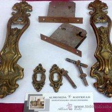 Antigüedades: ANTIGUO JUEGO DE HERRAJES PARA MUEBLE.. Lote 31231325