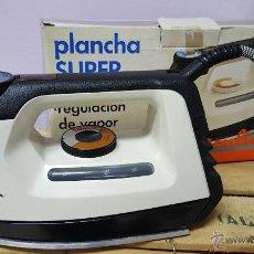 Antigüedades: PLANCHA SUPER VAPOR, DE MOULINEX, VINTAGE! NUEVA Y CON SU CAJA ORIGINAL. Lote 82307351