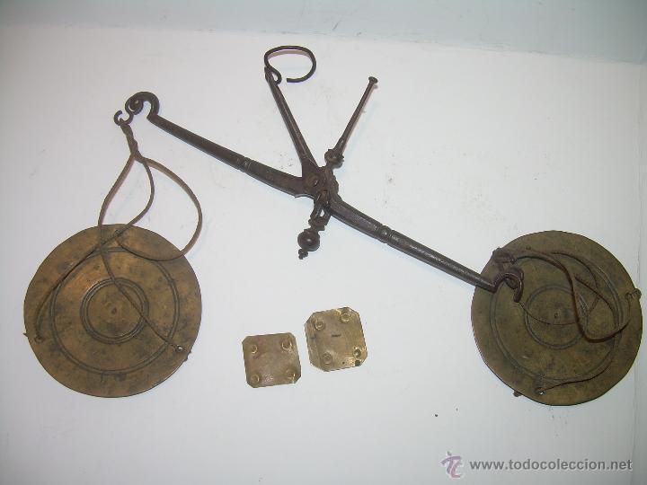 Antigüedades: MUY ANTIGUA Y RARA BALANZA DE HIERRO FORJADO Y CAJA ORIGINAL...LLEVA INSCRITO...MIAS - FRS. - Foto 2 - 53341519