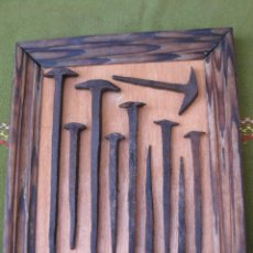Antigüedades: CUADRO CON CLAVOS ANTIGUOS FORJADOS A MANO. SIGLO XVII-XVIII.. Lote 53423193