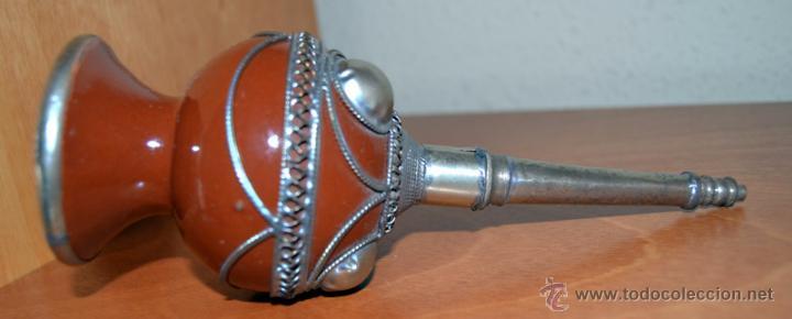 Antigüedades: Perfumero antiguo de cerámica con incrustaciones de metal repujado - Foto 2 - 53509807