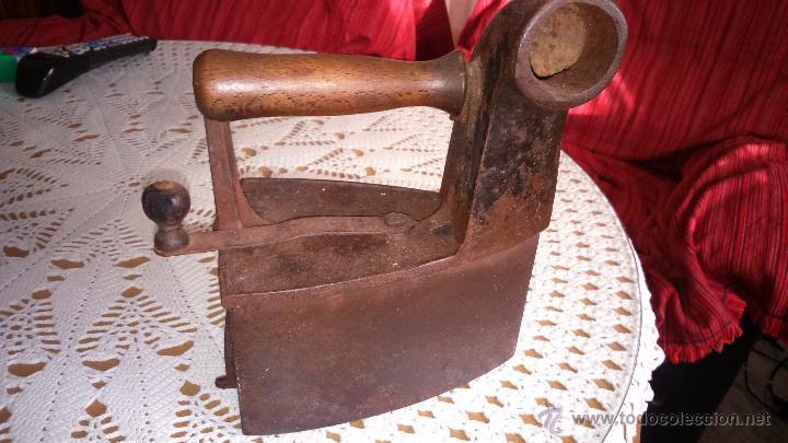 ANTIGUA PLANCHA DE HIERRO PARA CARBON, MARCA MONDRAGON UC. NUMERO 6 (Antigüedades - Técnicas - Planchas Antiguas - Carbón)