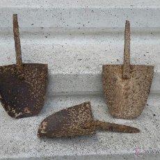 Antigüedades: APEROS DE LABRANZA ANTIGUOS EN HIERRO. Lote 53528616