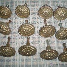 Antigüedades: DOCE TIRADORES DE METAL. Lote 53531937