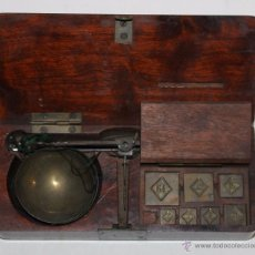 Antigüedades: BALANZA QUILATERA - SIGLO XIX - CAJA DE CAOBA. Lote 53569598