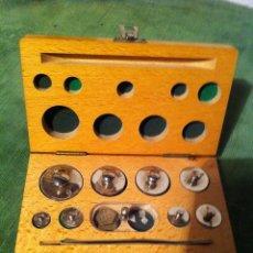 Antigüedades: (9)BONITO Y ANTIGUO ESTUCHE CON PESAS PONDERALES DE PRECISION CROMADAS (C10). Lote 53649027