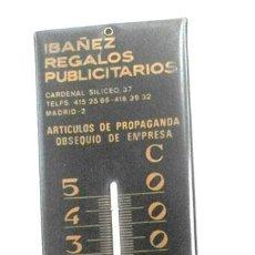 Antigüedades: TERMÓMETRO GRANDE ANTIGUO DE REGALOS PUBLICITARIOS IBÁÑEZ. Lote 53657978