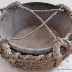 Antigüedades: ANTIGUO PLATO PARA ROMANA O BALANZA EN HIERRO Y ESPARTO.. Lote 53703534