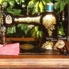 Antigüedades: PRECIOSA ANTIGUA MAQUINA DE COSER JONES, AÑO C. 1910/1920. FUNCIONA Y COSE. Lote 67016758