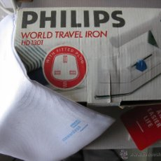 Antigüedades: PLANCHA DE VIAJE PHILIPS HD1301. WORLD TRAVEL IRON. CLAVIJA TIPO INGLESA. (VER FOTOS - COMO NUEVA). Lote 53773257