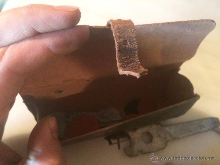 Antigüedades: Antiguas herramienta / llave inglesa para aflojar tuercas en hierro, con estuche de cuero años 40 - Foto 8 - 53785652