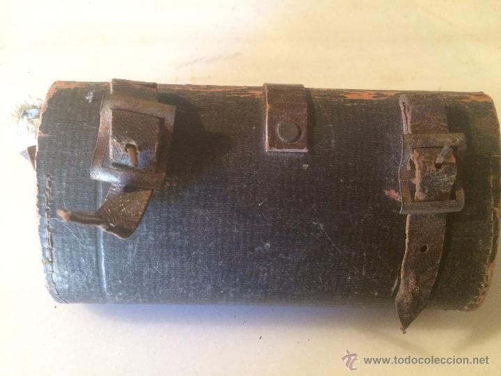 Antigüedades: Antiguas herramienta / llave inglesa para aflojar tuercas en hierro, con estuche de cuero años 40 - Foto 11 - 53785652