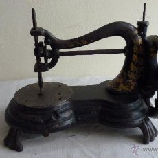 Antigüedades: MÁQUINA COSER MUY ANTIGUA. PIEZA PRECIOSA. Lote 53805972