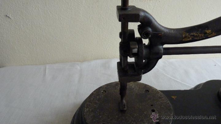 Antigüedades: MÁQUINA COSER MUY ANTIGUA. PIEZA PRECIOSA - Foto 3 - 53805972