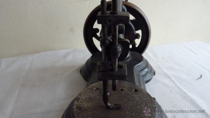 Antigüedades: MÁQUINA COSER MUY ANTIGUA. PIEZA PRECIOSA - Foto 4 - 53805972