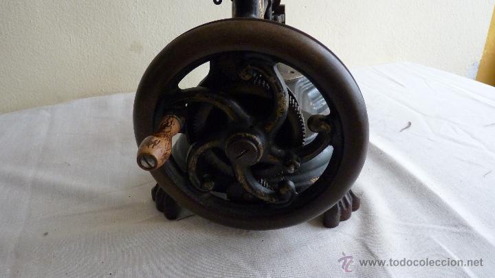 Antigüedades: MÁQUINA COSER MUY ANTIGUA. PIEZA PRECIOSA - Foto 5 - 53805972