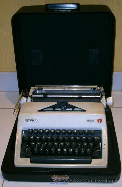 Antigüedades: Máquina de escribir de la marca Olympia, modelo Mónica en su estuche original - Foto 2 - 53848120