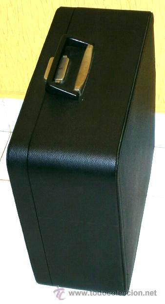 Antigüedades: Máquina de escribir de la marca Olympia, modelo Mónica en su estuche original - Foto 3 - 53848120