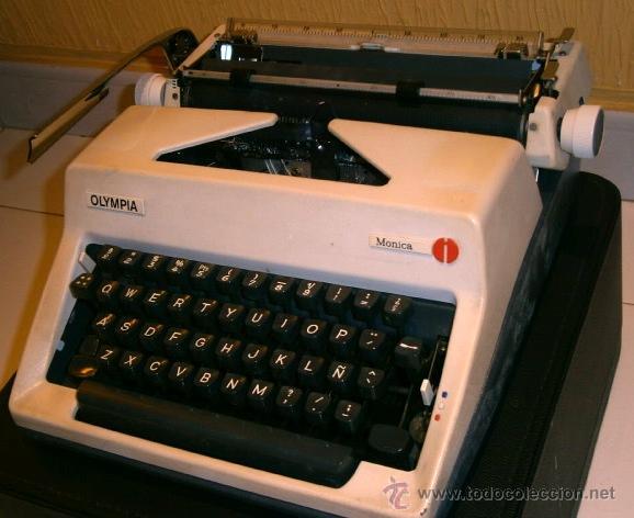 Antigüedades: Máquina de escribir de la marca Olympia, modelo Mónica en su estuche original - Foto 4 - 53848120