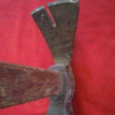 Antigüedades: MARTILLO ANTIGUO DE HIERRO BONITO LLEVA NOMBRES GRABADOS. . Lote 53983848