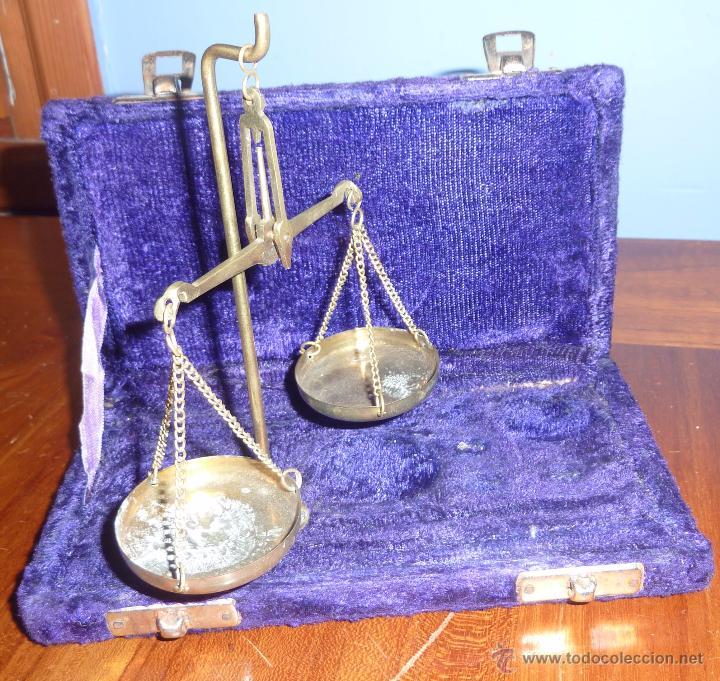 ANTIGUA BASCULA DE PRECISION . EN CAJA DE TERCIOPELO . BRONCE NO TIENE PESAS PLEGABLE (Antigüedades - Técnicas - Medidas de Peso - Básculas Antiguas)
