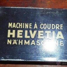 Antigüedades: LATA ACCESORIOS MÁQUINA DE COSER HELVETIA. Lote 54092474