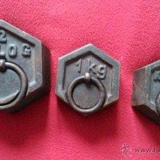 Antiquités: ANTIGUO LOTE DE PESAS 2KGR Y 1KGR. Lote 71521259