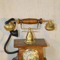 Teléfonos: TELEFONO ANTIGUO DE REPRODUCCION EN MADERA Y METAL DORADO. Lote 54144730