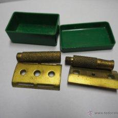 Antigüedades: PIEZAS DE MAQUINILLA DE AFEITAR CON SU CAJA.. Lote 54404749