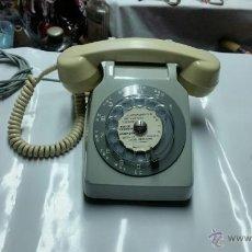 Teléfonos: TELEFONO MUY ANTIGUO BICOLOR,AÑOS 60-70 APROX. Lote 54459995