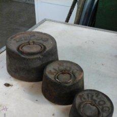 Antigüedades: JUEGO DE 3 PESAS 5 , 2 Y 1KG. Lote 52625505