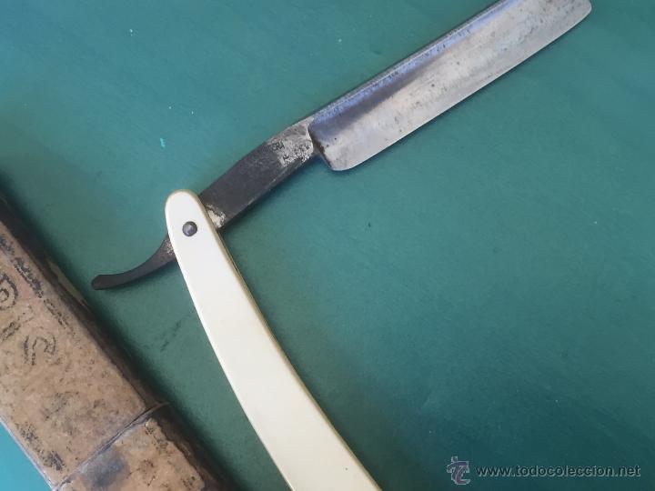 Antigüedades: Navaja de afeitar MONSERRAT VER SELLO Y AL OTRO LADO RESELLADA CON PRODUCTOS FONTORDERA - Foto 6 - 54513392