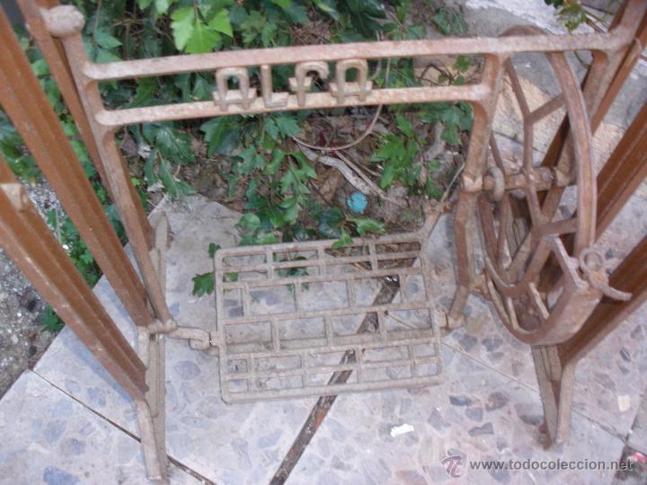 Antigüedades: hierros pie mesa maquina de coser Pié de Alfa. ALFA PIE EN HIERRO COLADO - Foto 3 - 97223344