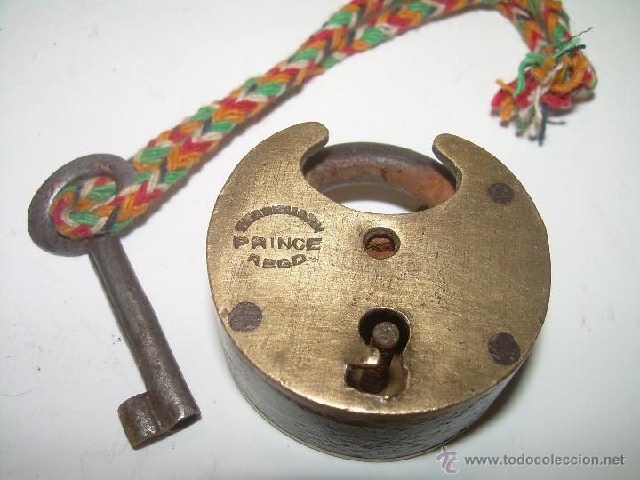 ANTIGUO Y RARO CANDADO DE BRONCE. (Antigüedades - Técnicas - Cerrajería y Forja - Candados Antiguos)