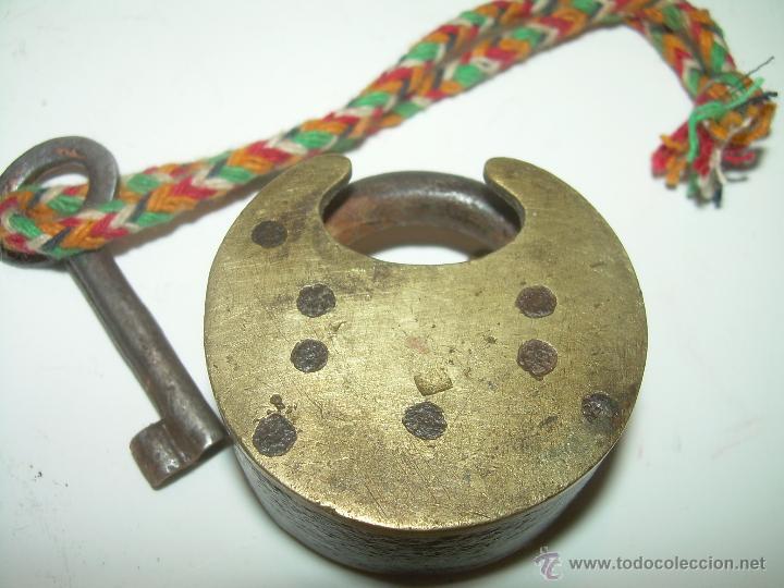 Antigüedades: ANTIGUO Y RARO CANDADO DE BRONCE. - Foto 2 - 54542859