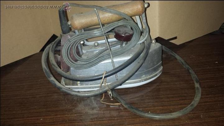 PLANCHA ANTIGUA INDUSTRIAL DE VAPOR - PLAVOR (Antigüedades - Técnicas - Planchas Antiguas - Eléctricas)