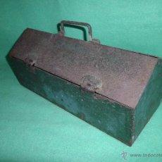Antigüedades: RARA CAJA HERRAMIENTAS ANTIGUA METAL AÑOS 30 RARO TAMAÑO COLOR VERDE DECORACION INDUSTRIAL. Lote 54626343