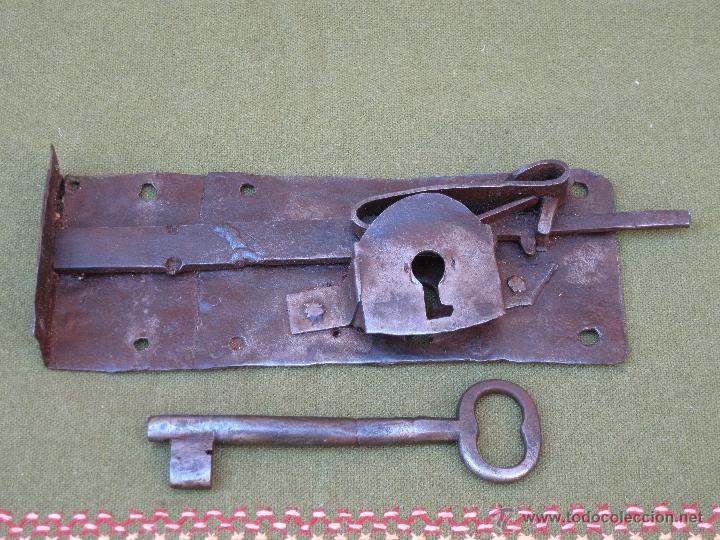 CERRADURA ANTIGUA EN HIERRO FORJADO - SIGLO XVIII - XIX. (Antigüedades - Técnicas - Cerrajería y Forja - Cerraduras Antiguas)