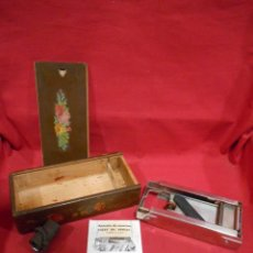 Antigüedades: ANTIGUO APARATO PARA SUAVIZAR HOJAS DE AFEITAR. - FABRICACION ESPAÑOLA -. Lote 54712706