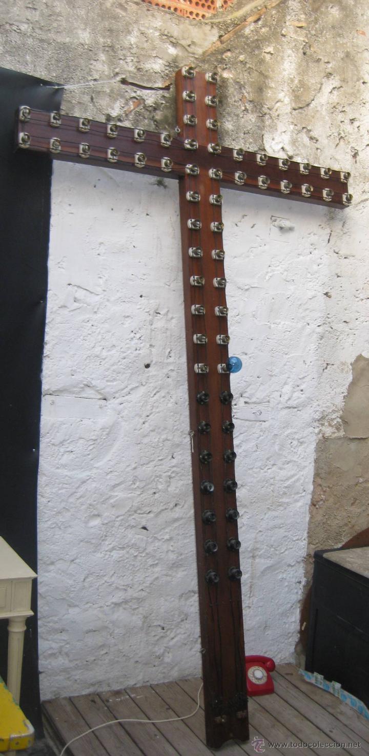 BESTIAL CRUZ CRUCIFIJO ANTIGUO GIGANTE IDEAL IGLESIA PARROQUIA CAPILLA DECORACION VINTAGE MADERA LUZ (Antigüedades - Técnicas - Herramientas Antiguas - Otras profesiones)