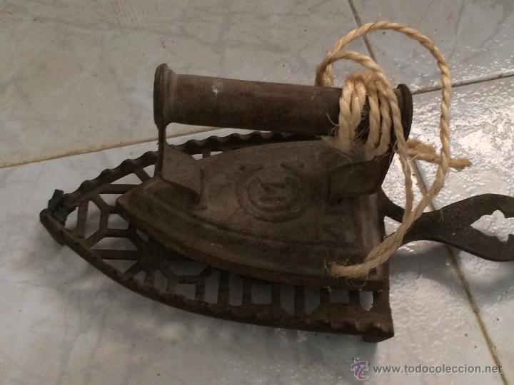 Antigüedades: LOTE PLANCHAS ANTIGUAS 2 DE HIERRO Y 1 ELÉCTRICA - Foto 7 - 54742996