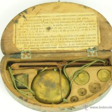 Antigüedades: BALANZA QUILATERA. BRONCE. ESTUCHE DE MADERA. SIGLO XIX.. Lote 100659379