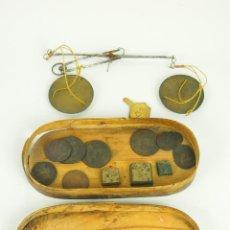 Antigüedades: BALANZA QUILATERA. BRONCE. ESTUCHE DE MADERA. SIGLO XIX.. Lote 47165426