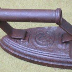 Antigüedades: PLANCHA ANTIGUA EN HIERRO MACIZO, NUM. 4 - CON MARCA.. Lote 54908300