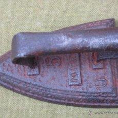 Antigüedades: PLANCHA ANTIGUA EN HIERRO MACIZO. NUM. 5 - CON MARCA.. Lote 54908376