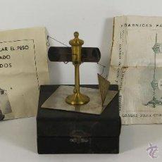 Antigüedades: BALANZA RADIAL MICROMETRICA PARA HALLAR EL PESO POR METRO CUADRADO DE TEJIDOS. SIGLO XX.. Lote 54919560